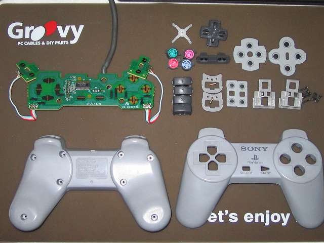 PS プレイステーションコントローラー PlayStation Controller SCPH-1080 メンテナンス、掃除作業 コントローラー部品パーツ掃除完了とワイドハイターEXパワーで黄ばみが取れたプラスチックカバー