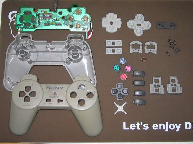 PS プレイステーションコントローラー PlayStation Controller SCPH-1080 メンテナンス、分解作業 コントローラーのすべての部品パーツを取り外し完了