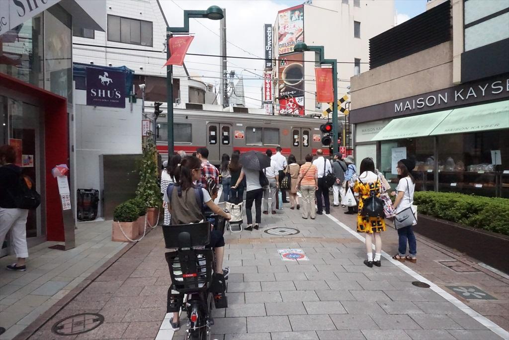 駅前にある傘専門店_1