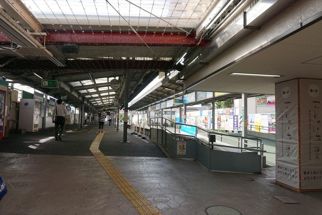 鎌倉駅に江ノ電が入ってきた_1