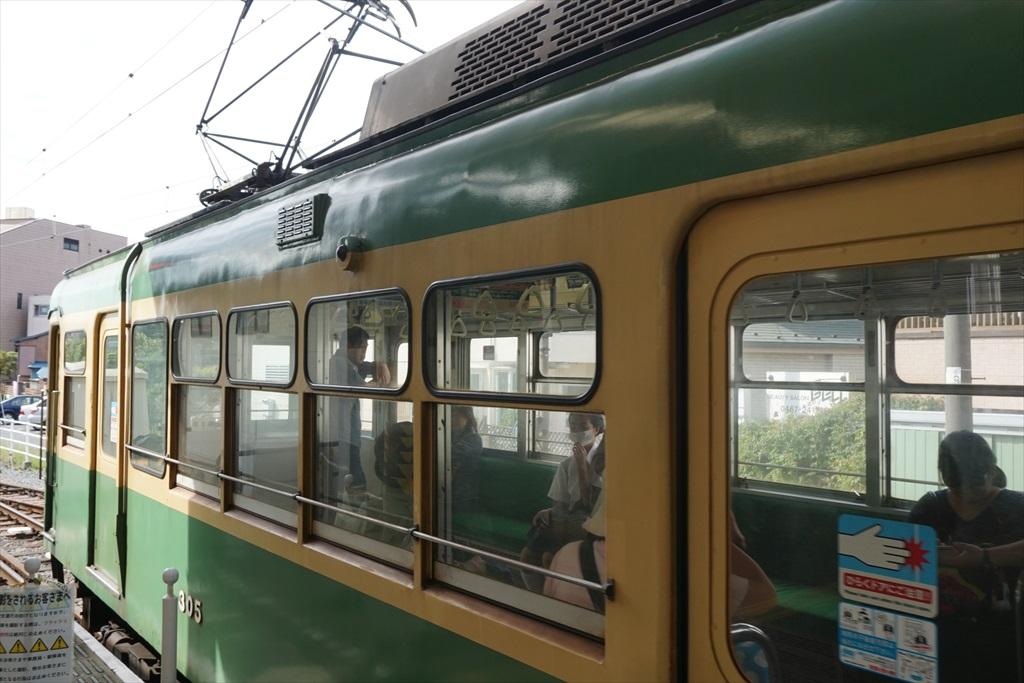 鎌倉駅に江ノ電が入ってきた_4