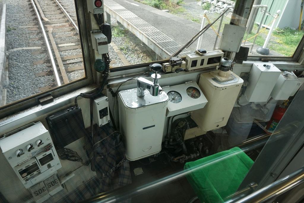 鎌倉駅に江ノ電が入ってきた_5