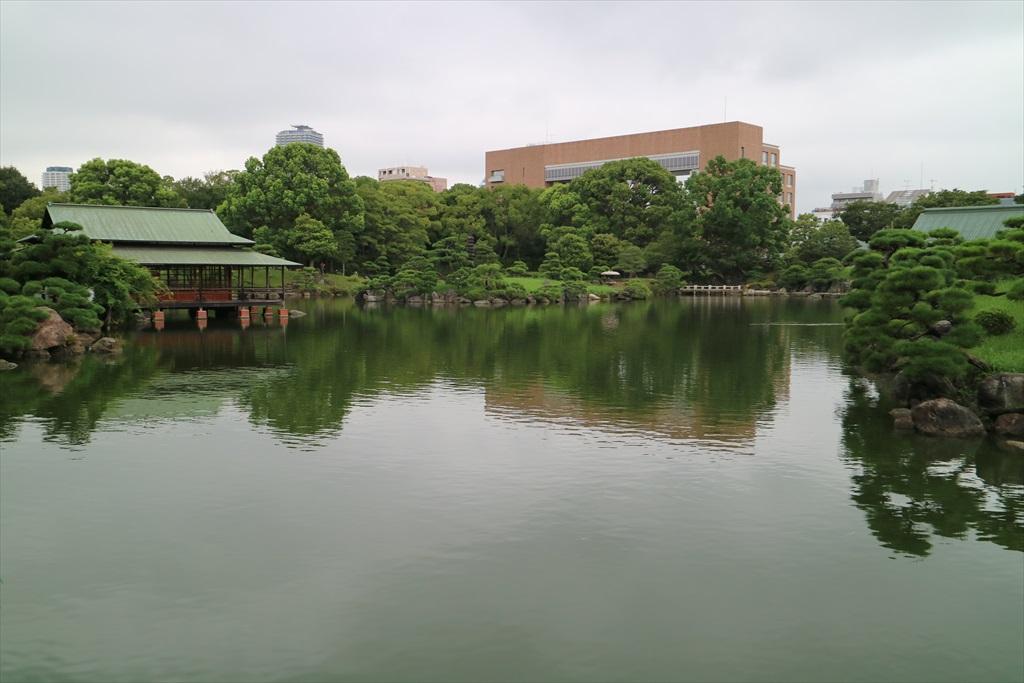 再び池沿いの小道に戻る_10
