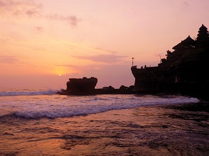 夕日のタナロット寺院