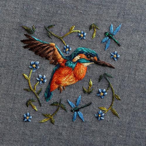 イギリスのアーチスト、クロエ・ジョルダーノさんの鳥の刺繍