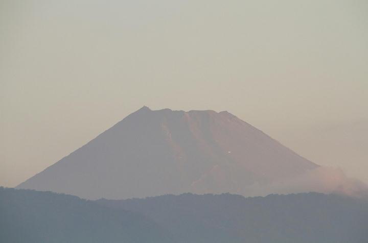 23日 5-26 今朝の富士山-1