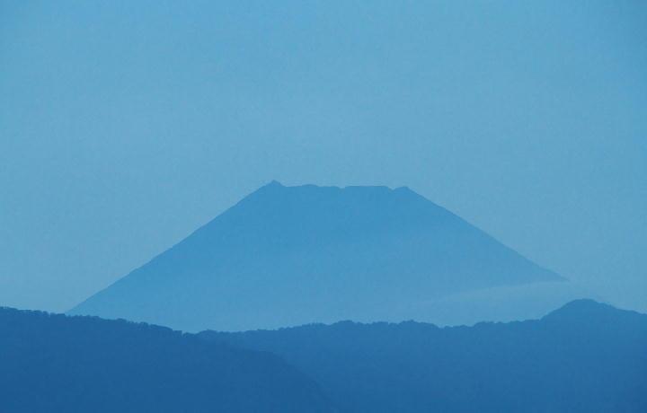 9月23日 5-37 今朝の富士山-1