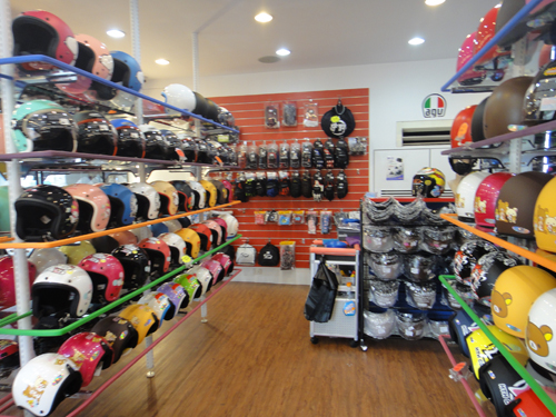 201506Motocycle_equipment_shop_Taipei-4.jpg