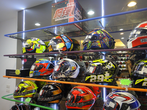 201506Motocycle_equipment_shop_Taipei-6.jpg
