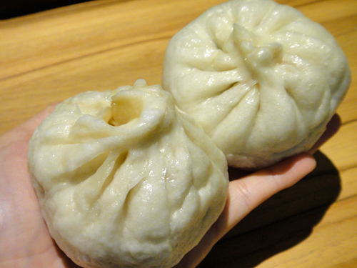 201506Steamed_meat_bun_Taipei-5.jpg