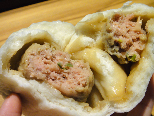 201506Steamed_meat_bun_Taipei-6.jpg