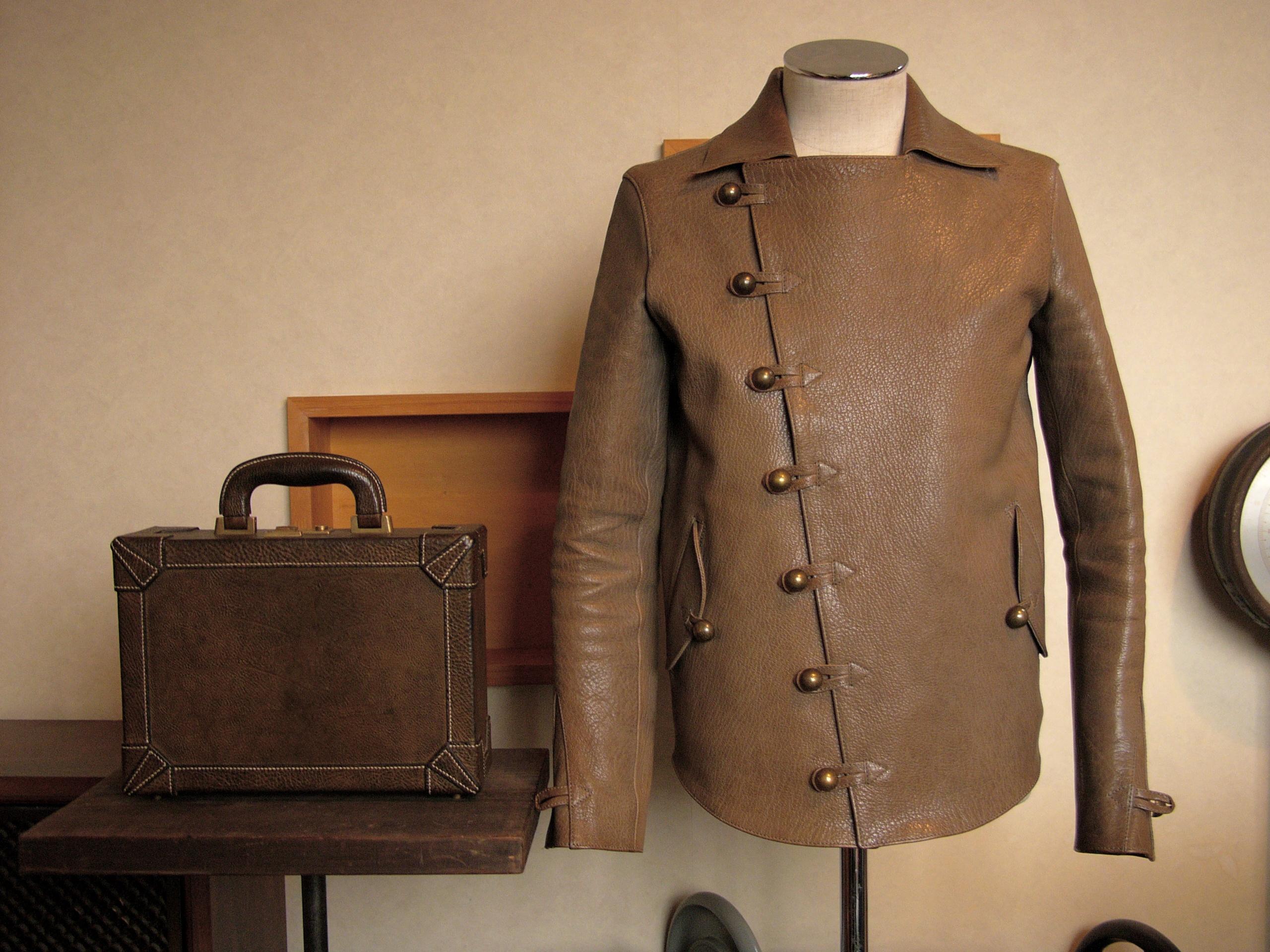 鞄、ジャケット写真
