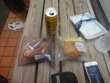 021朝食はドーナツ、ふわもちドーナツ、甘々コーヒー