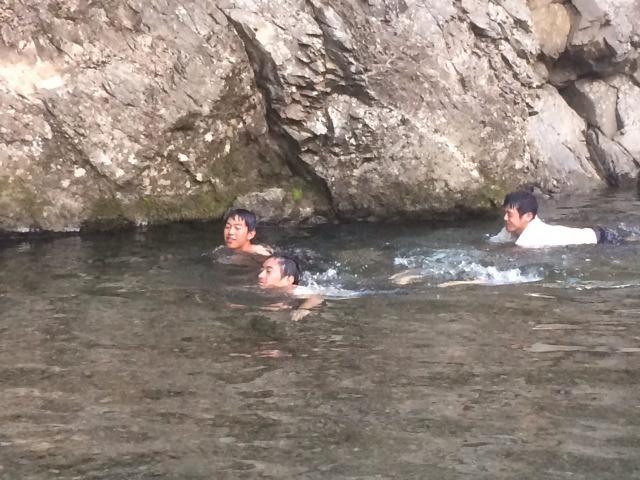s_楽しそうに泳ぐ1回男子勢