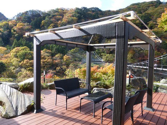 足湯カフェから眺める鬼怒楯岩大吊橋の紅葉