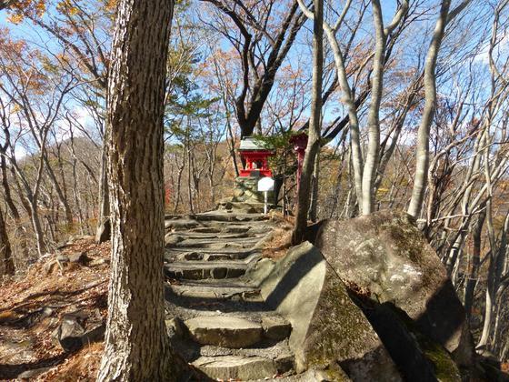 山頂にある温泉神社