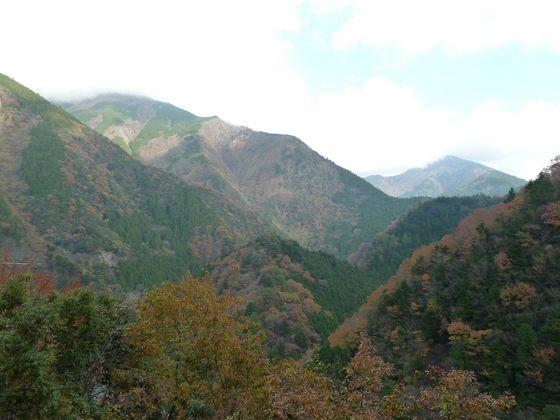 険しい山々に囲まれる寸又峡