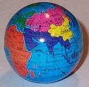 小さな地球儀型マグネット