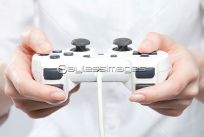 ゲームのコントローラってなんで左に十字キーを配置したんだ?右利きの方が多いのに