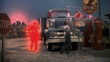『ヒューマン・ハイウェイ』 ニール・ヤングの映画。いかにもセットっぽい雰囲気。