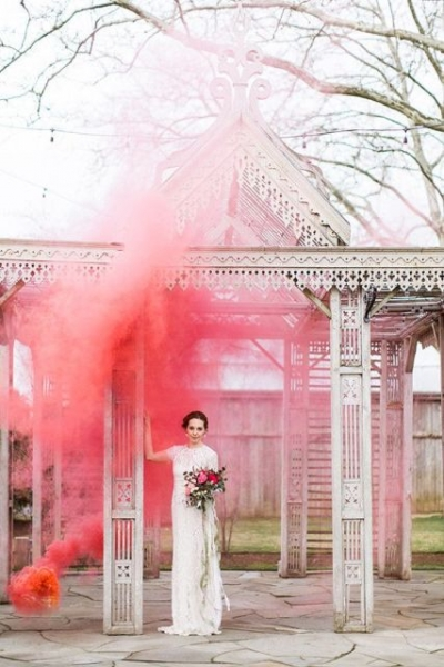21-Awesome-Smoke-Bomb-Wedding-Ideas11.jpg