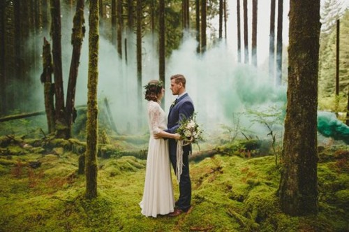 21-Awesome-Smoke-Bomb-Wedding-Ideas13-500x332.jpg