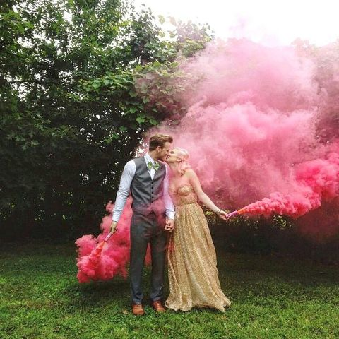 21-Awesome-Smoke-Bomb-Wedding-Ideas15.jpg