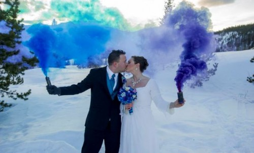 21-Awesome-Smoke-Bomb-Wedding-Ideas16-500x302.jpg