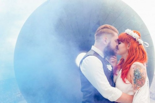 21-Awesome-Smoke-Bomb-Wedding-Ideas17-500x332.jpg