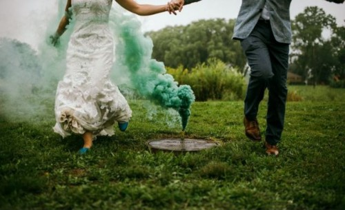 21-Awesome-Smoke-Bomb-Wedding-Ideas19-500x305.jpg