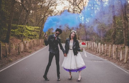 21-Awesome-Smoke-Bomb-Wedding-Ideas2-500x321.jpg