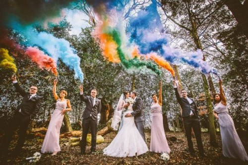 21-Awesome-Smoke-Bomb-Wedding-Ideas20-500x332.jpg