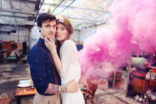 21-Awesome-Smoke-Bomb-Wedding-Ideas3-500x333.jpg