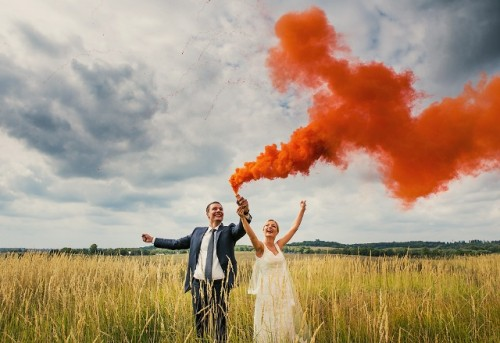 21-Awesome-Smoke-Bomb-Wedding-Ideas7-500x343.jpg