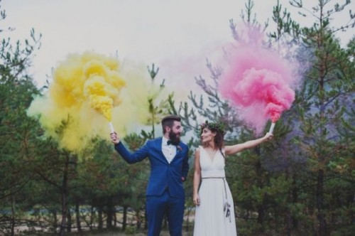 21-Awesome-Smoke-Bomb-Wedding-Ideas9-500x332.jpg