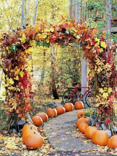 25-Romantic-And-Bright-Ways-To-Incorporate-Fall-Leaves13.jpg
