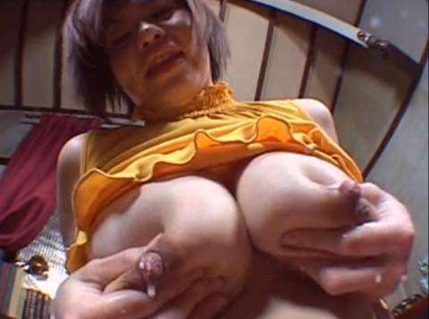 lactation/スケベ顔の若奥さんが、新鮮なミルクを噴射しながら、ローター逝き