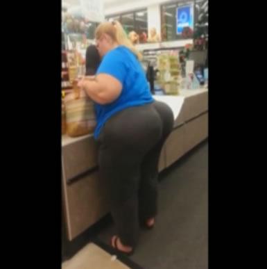 スーパーで遭遇した凄い巨尻女性