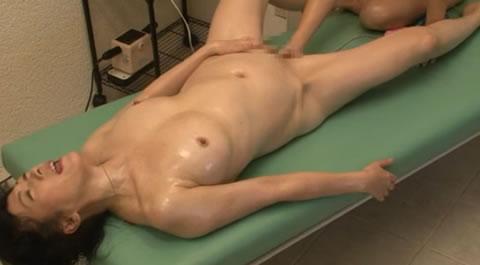 massage/五十路ママが、女性エステティシャンに骨抜きにされてしまう