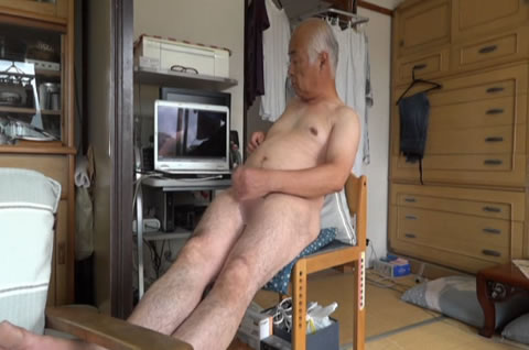 アダルト動画:老人 自慰 勃起 射精