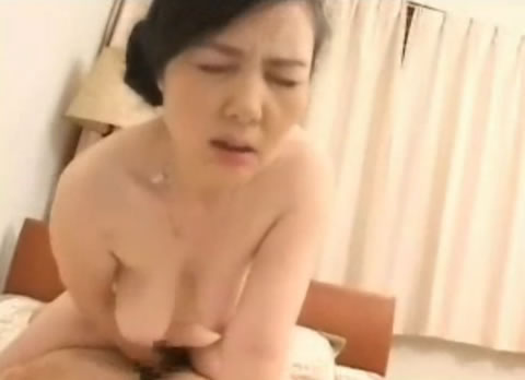並木橋靖子~五十路熟女のパイズリ