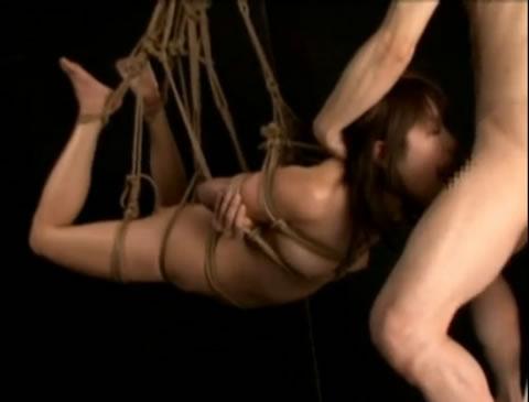 【緊*】*られ吊るされた女