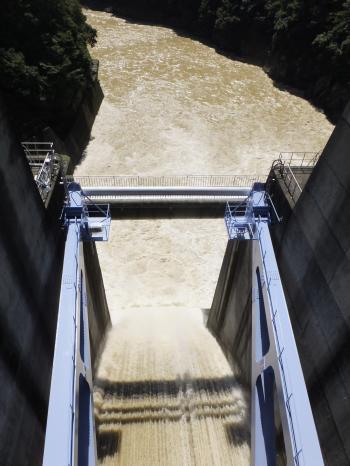 城山ダムゲート放流