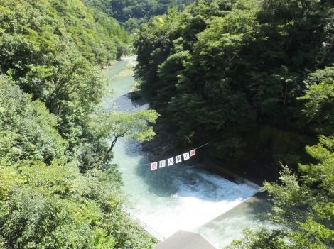 道志ダムより下流を望む