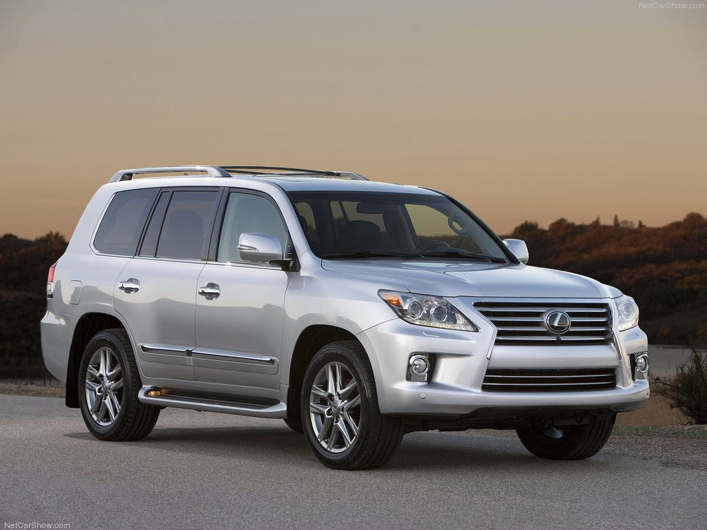 Lexus-LX_570_2013_1024x768_wallpaper_01.jpg