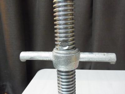 単管パイプとジャッキベース