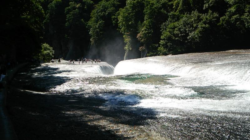 吹割の滝後方