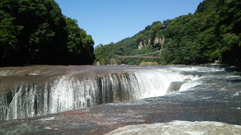 吹割の滝前方