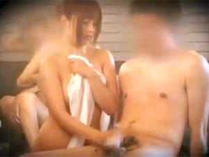 成瀬心美 タオル1枚で男湯に放り込まれて手コキさせられる巨乳娘を盗撮!