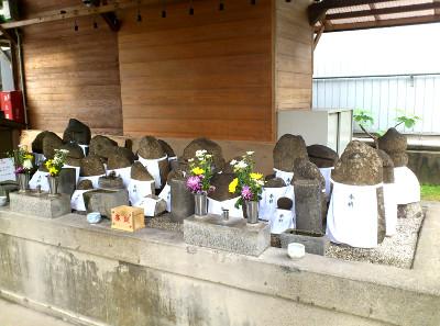 京大理学部脇の石仏